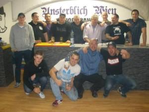 """Vorne: X, """"Buzy"""", Clemens, X Hinten: X, X, """"Samy"""", """"Mani"""", Stefan Ehrenreich, Herbert Stampal, Alexander, Christian Wagner, X"""