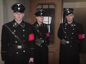 Benjamin Fertschai (rechts) mit 2 Kameraden